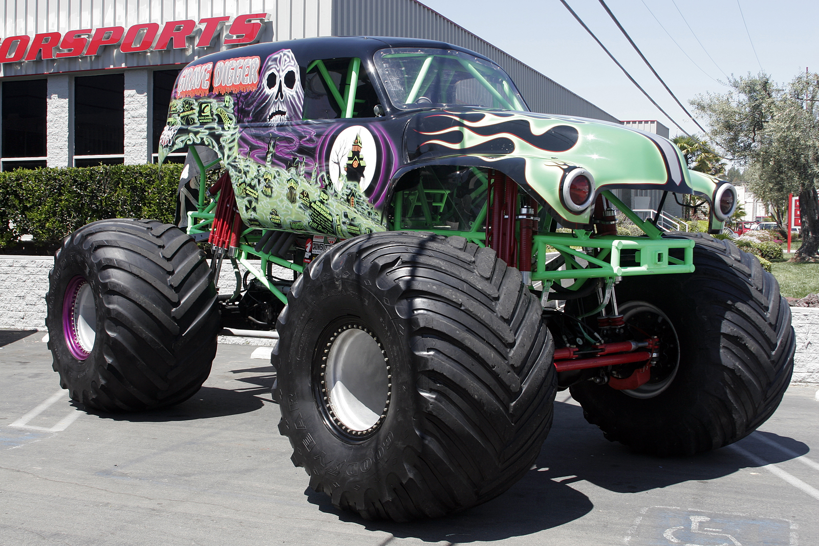 monstertrucks_wallpaper_003_1600_1067.jpg