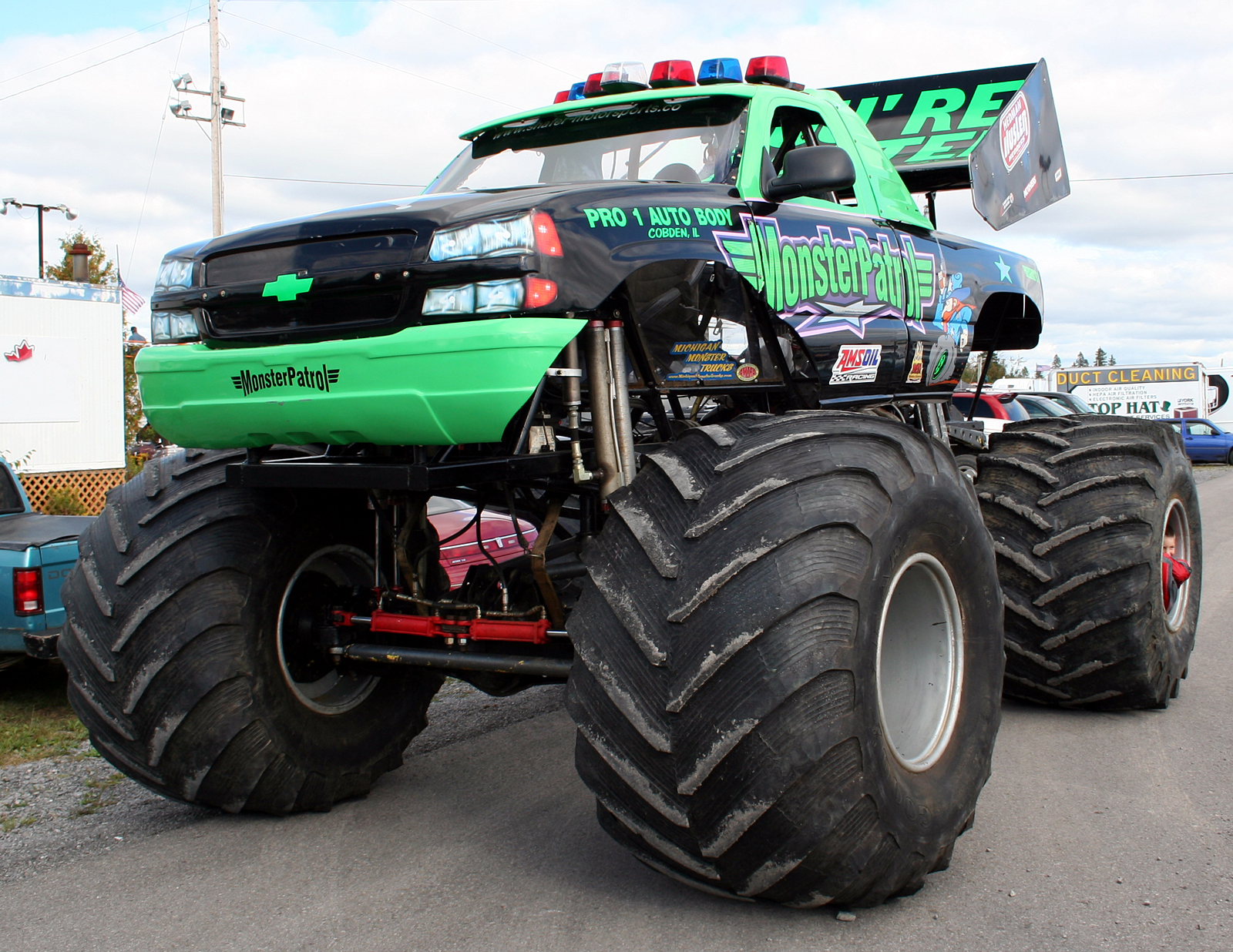 monstertrucks_wallpaper_006_1600_1236.jpg