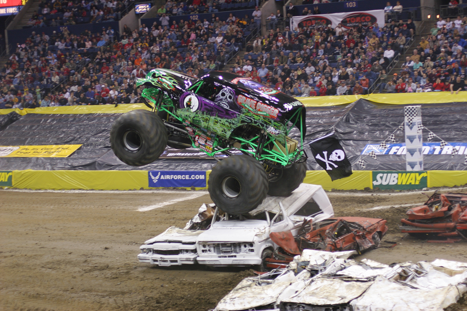 monstertrucks_wallpaper_008_1600_1067.jpg
