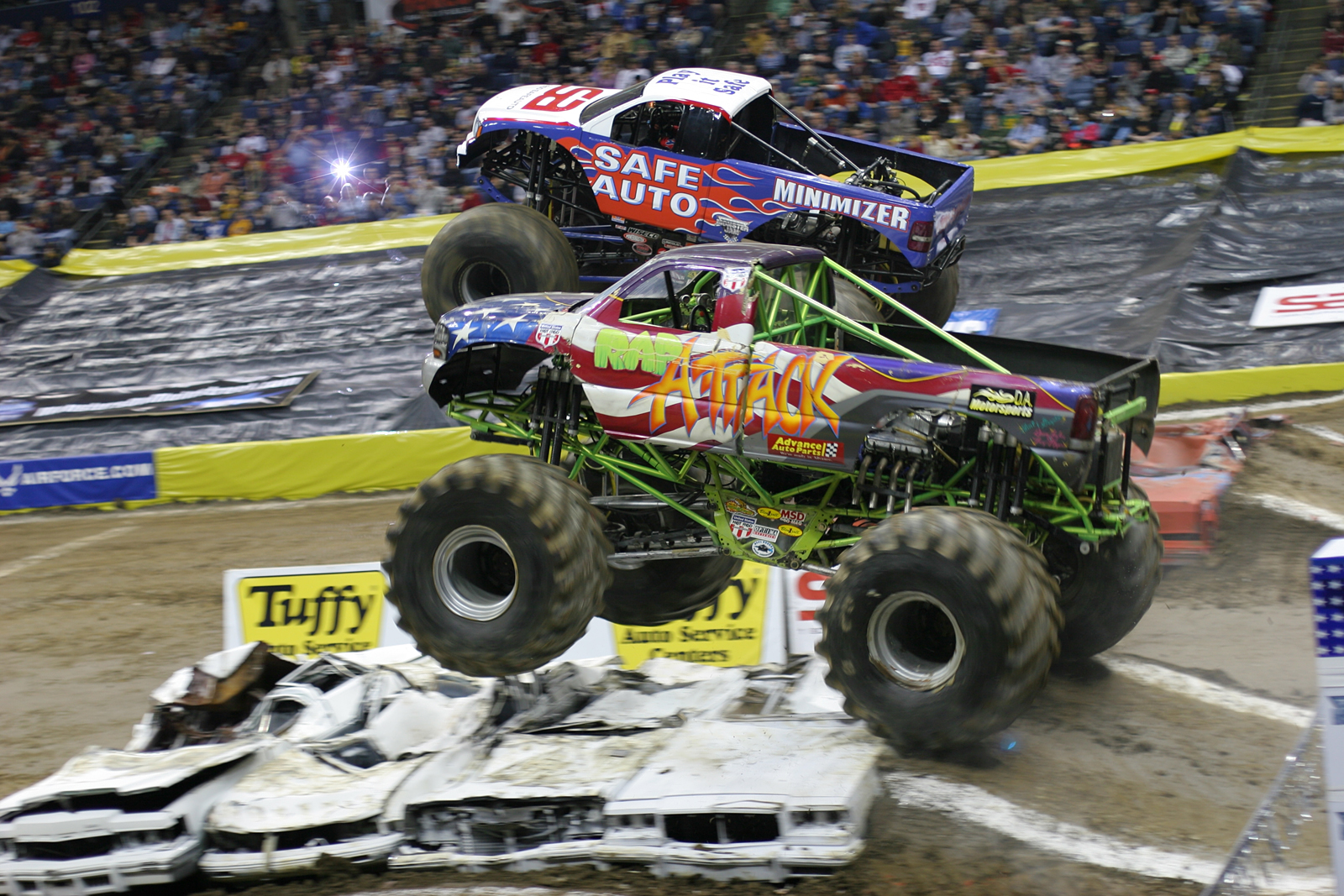 monstertrucks_wallpaper_010_1600_1067.jpg