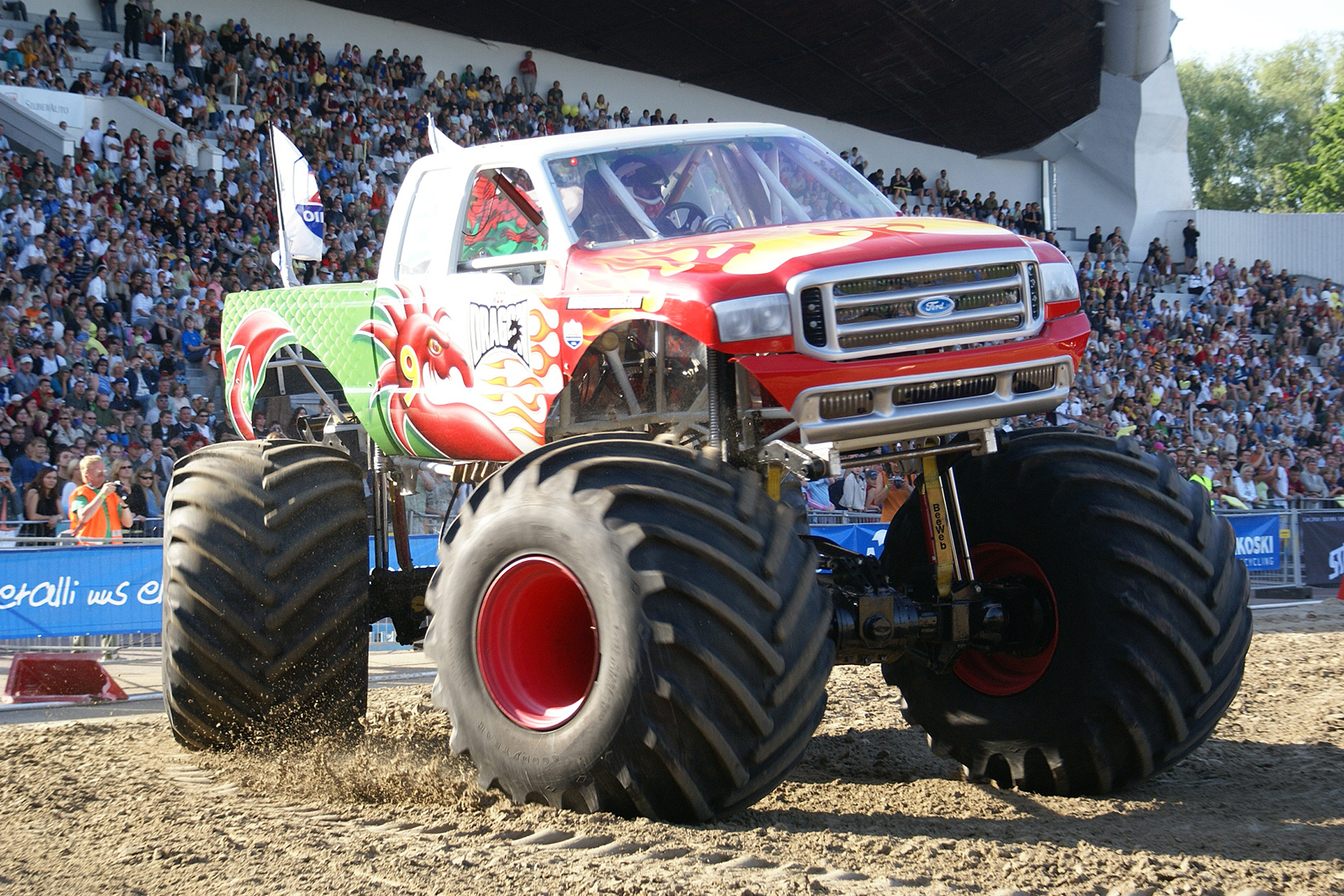 monstertrucks_wallpaper_014_1600_1067.jpg