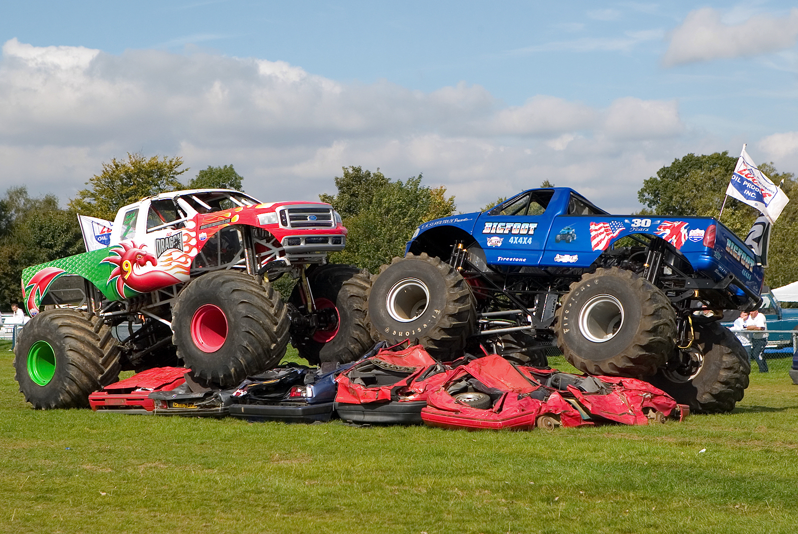 pics photos monstertrucks wallpaper 020 1600 1070 jpg