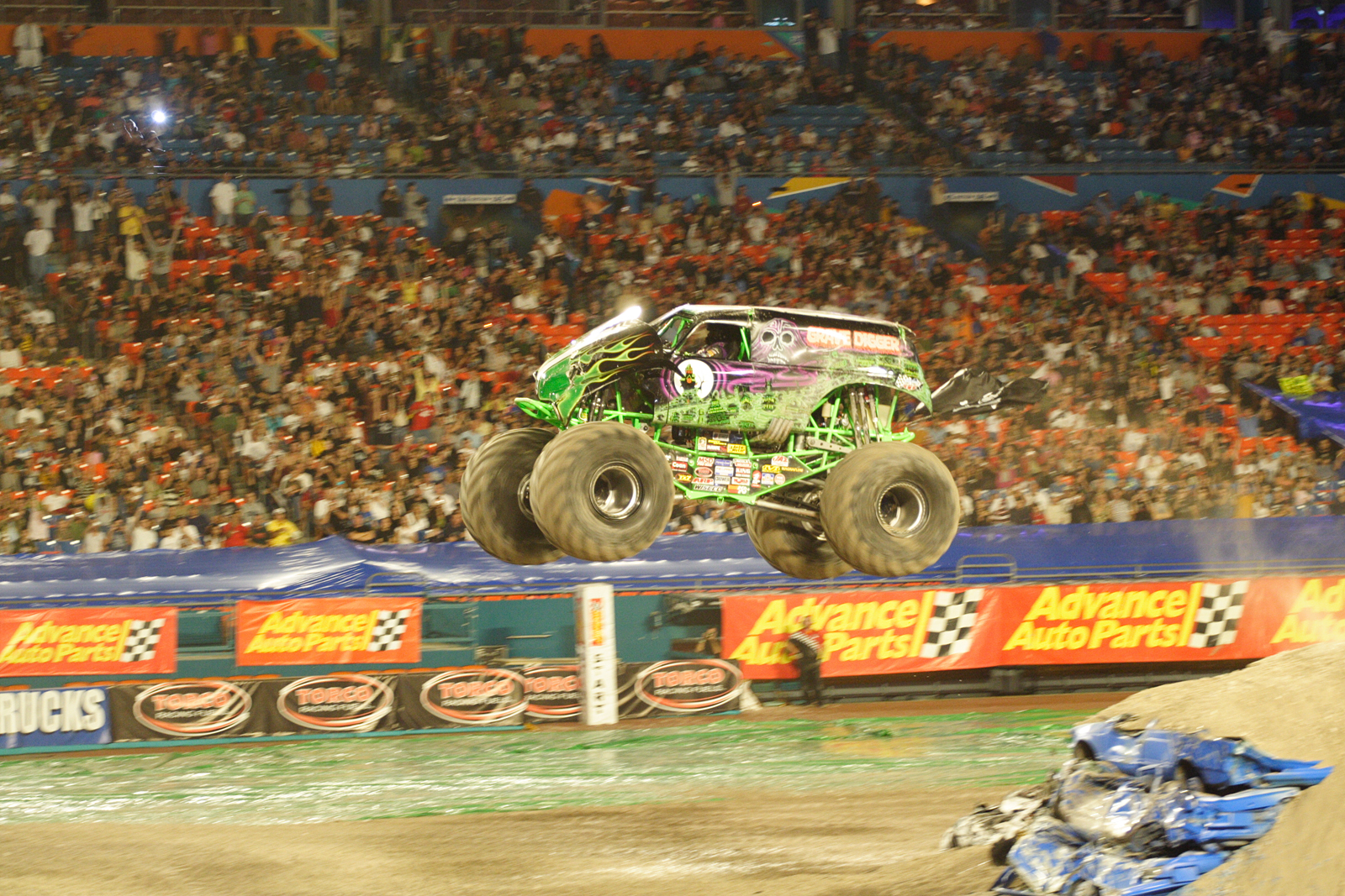 monstertrucks_wallpaper_023_1600_1067.jpg